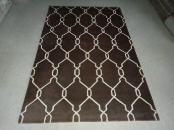 Chain Link Design Brown Woolen Carpet Manufacturers in Rajasthan
